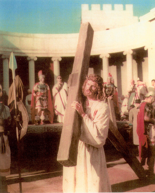Jesus carrying a Heavy Cross (Oak)