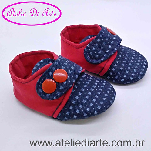 Sapatinho de bebê masculino vermelho e azul