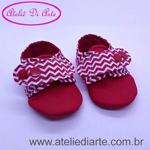 Sapatinho de bebê masculino vermelho e branco