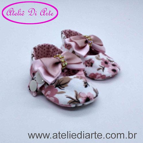 Sapatinho de bebê feminino estampa de flores
