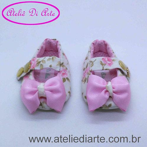 Sapatinho de bebê feminino branco com laço rosa
