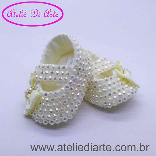 Sapatinho de bebê feminino com pérolas irisadas