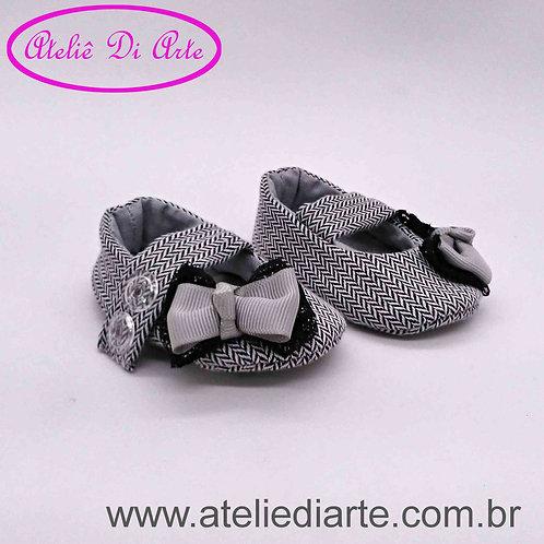Sapatinho de bebê feminino lacinho cinza