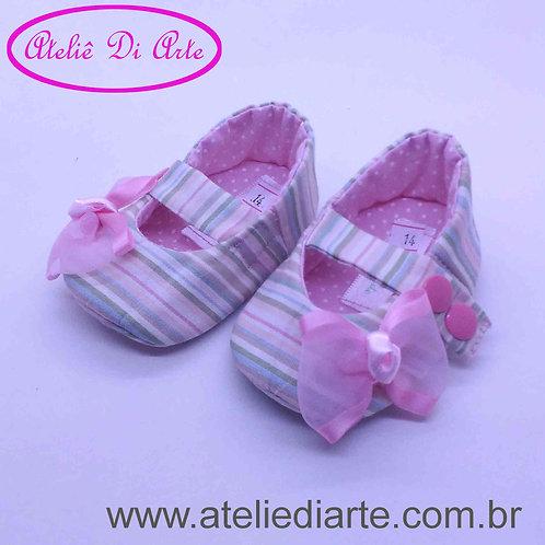 Sapatinho de bebê feminino rosa de listrinha