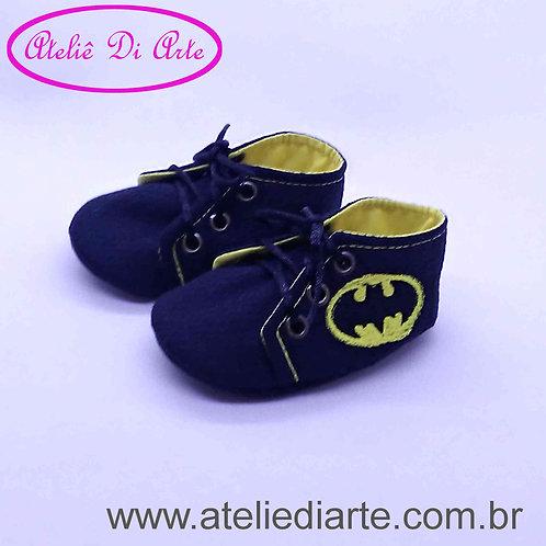 Tênis de bebê masculino simbolo do Batman