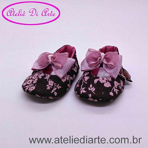 Sapatinho de bebê feminino marrom flores rosa