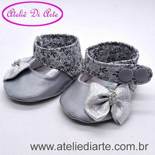 Sapatinho de bebê feminino boneca prata