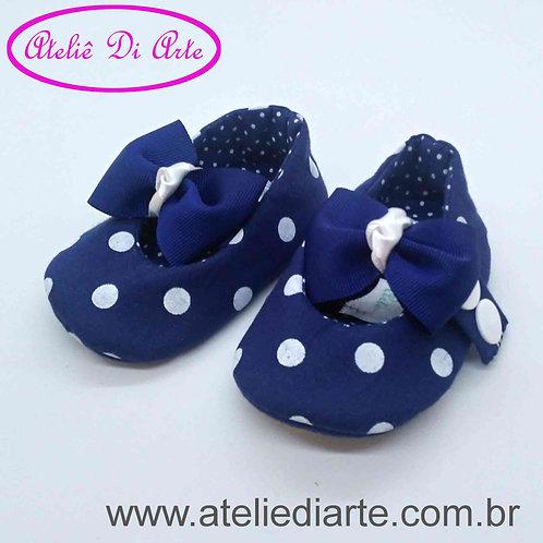 Sapatinho de bebê feminino azul escuro bolinhas brancas