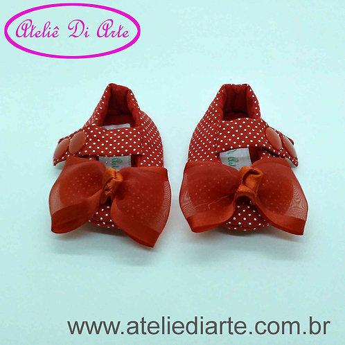 Sapatinho de bebê prematuro vermelho de bolinha