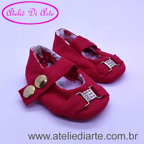 Sapatinho de bebê feminino vermelho de fivela