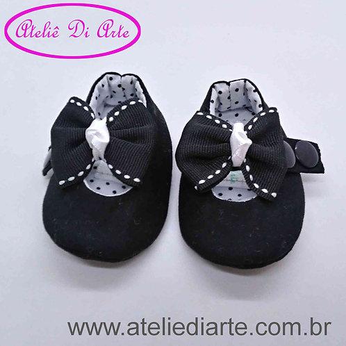 Sapatinho de bebê prematuro lacinho preto
