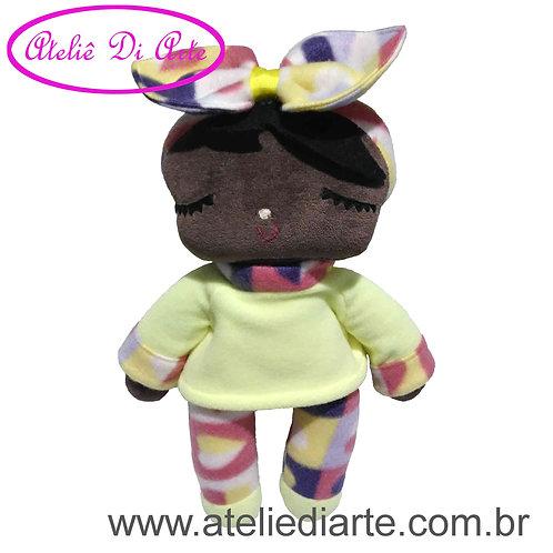 Boneca artesanal tipo Metoo Doll Negra Sweet Dreams