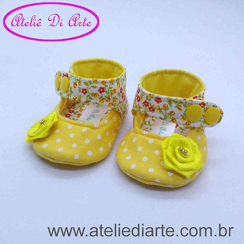 Sapatinho de bebê feminino boneca florzinha amarela