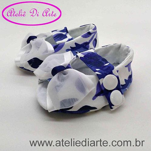 Sapatinho de bebê feminino branco detalhe azul