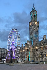 Bradford_City_Hall_and_ferris_wheel.jpg
