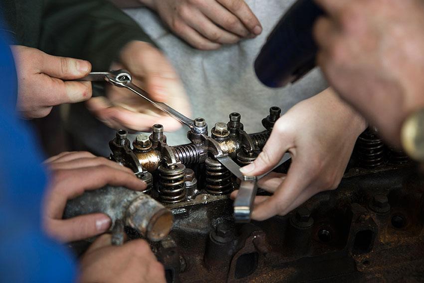 Measuring valve clearances