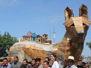 Escultura de coyota resignifica la migración y los DD.HH. en el sureste de México