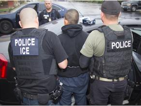 Mujeres inician demanda contra ICE por multas excesivas
