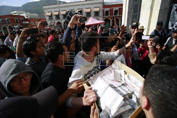 Todas las mesas electorales cerraron en México en unos comicios en los que unos 89 millones de ciudadanos estaban llamados a elegir al presidente del país y a otros 3.400 cargos públicos, entre ellos gobernadores de ocho estados y el jefe de Gobierno de la capital. EFE