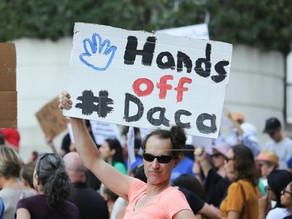 Un juez federal reafirma la orden a Trump de reactivar DACA