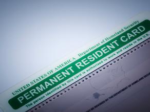 """Alertan de retraso en producción de """"tarjetas verdes"""" y permisos de trabajo"""