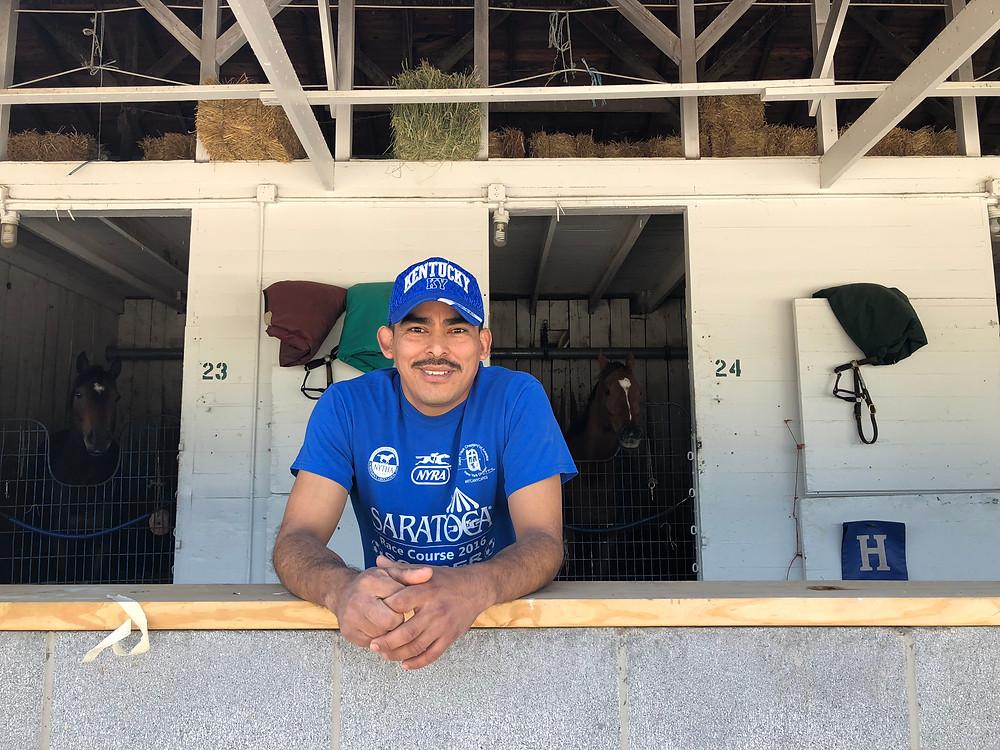 El Señor Alejandro Garzaro, trabajador del Churchill Downs.