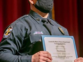 La Policía de Louisville tiene nuevos oficiales, entre ellos varios hispanos