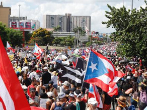 Manifestantes y artistas vuelven a unirse en Puerto Rico contra Roselló