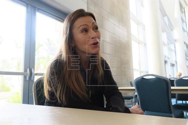 La secretaria de Educación de Puerto Rico, Julia Keleher, habla durante una entrevista en San Juan (Puerto Rico). EFE/Archivo