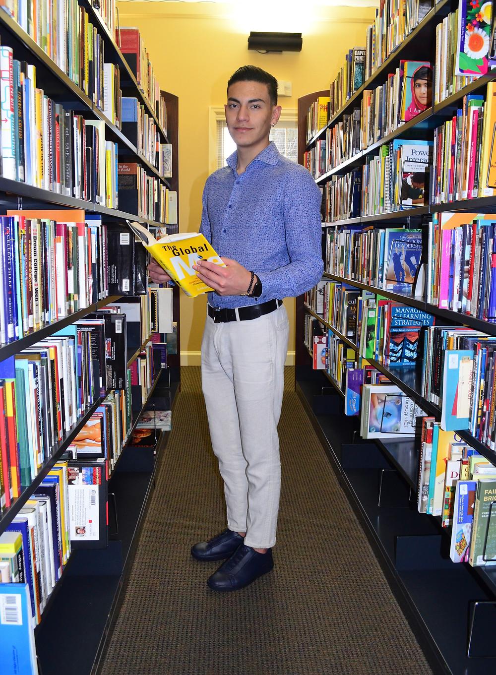Juan José Ariopaias Suquitana, estudiante ecuatoriano que desde seis meses es estudiante de Sullivan University (Foto Yolanda Williams).