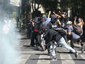 Marcha contra de la violencia policial causa destrozos en Ciudad de México