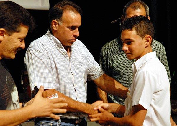 """El documental """"Elián"""" ha llevado a los cubanos de Miami a reencontrarse con una historia que conmocionó a su comunidad hace 17 años y con aquel niño balsero de cinco años, que todos querían proteger, convertido en una persona que reverencia todo lo que ellos rechazan. EFE/ARCHIVO"""