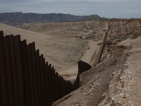 Muere indocumentada embarazada al intentar saltar muro fronterizo