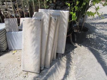 Scalini in pietra antichi realizzati dalle sapienti mani dei vecchi scalpellini di un tempo ormai andato..jpg