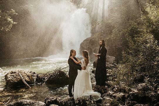 Poročni paketi, organizacija porok, poroke, poročna organizatorka, poroke v naravi, intimne poroke