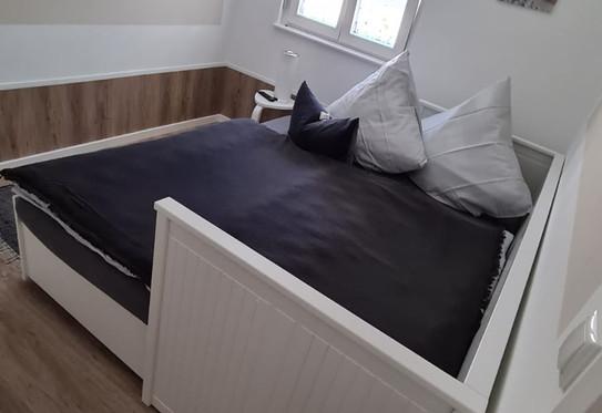 Bett groß - Kinderzimmer.jpg