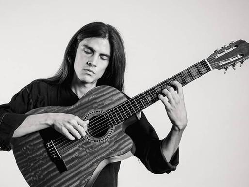 Proyectos inéditos: 'De las estrellas' del cantautor guatemalteco Aimin Etwal