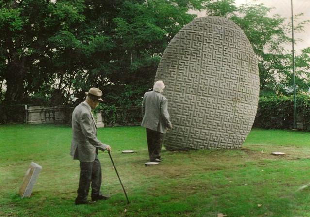 peperino, realizzato per lo scultore Dario Ghibaudo da un suo disegno
