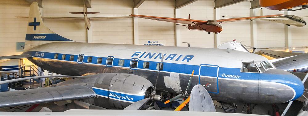 Finnairin Convair-potkurikone Suomen Ilmailumuseossa