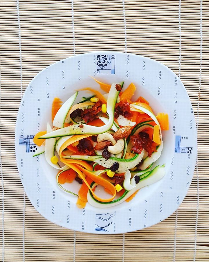 RAW COURGETTE AND CARROTS SALAD