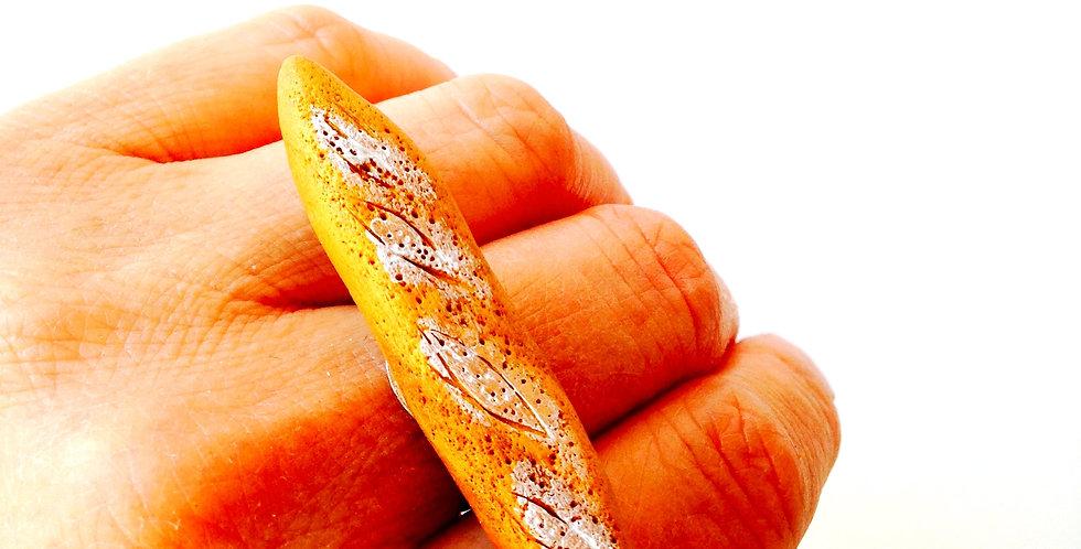 Bague BAGUETTE, ou pain miniature, boulangerie, faite main en pâte polymère
