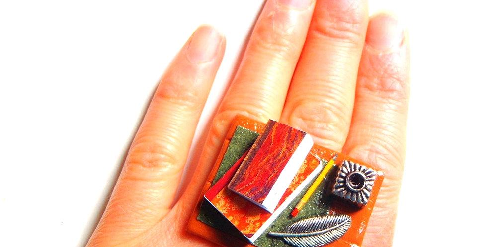 Bague L'ÉCRIVAINE, pupître miniature