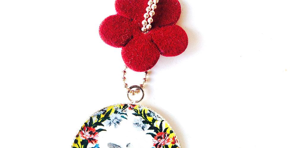 Sautoir LES COLOMBES, motif floral, noeud fleur en feutrine bordeaux