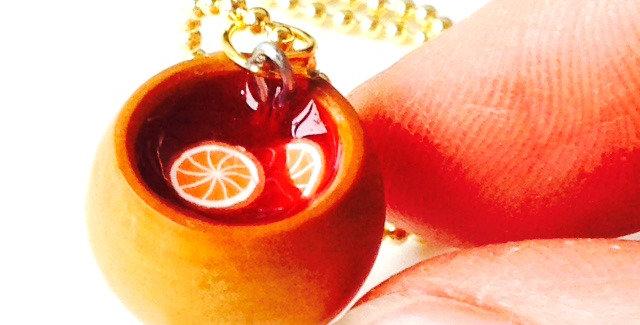 Sautoir LE GLÜHWEIN D'AUTRICHE, verre de vin chaud miniature
