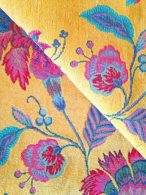 Tissu tapissier de luxe, toile jaune motifs brocarts, fleurs brodées