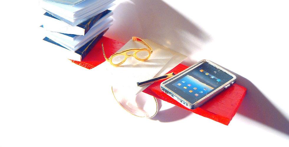 Bague LA THÈSE, livres miniatures et tablette
