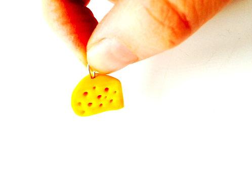 Breloque part de fromage miniature, fromage jaune, gruyère