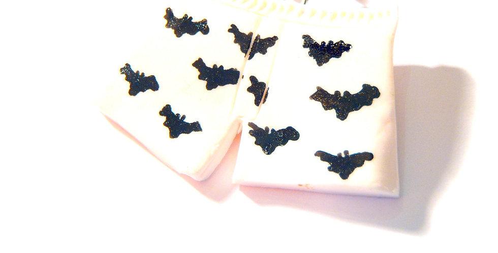 Sautoir LE BAT-CALEÇON , calecon miniature, chauve-souris