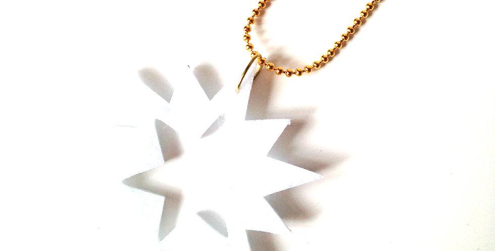 Sautoir ÉTOILE, feutrine blanche, chaîne dorée