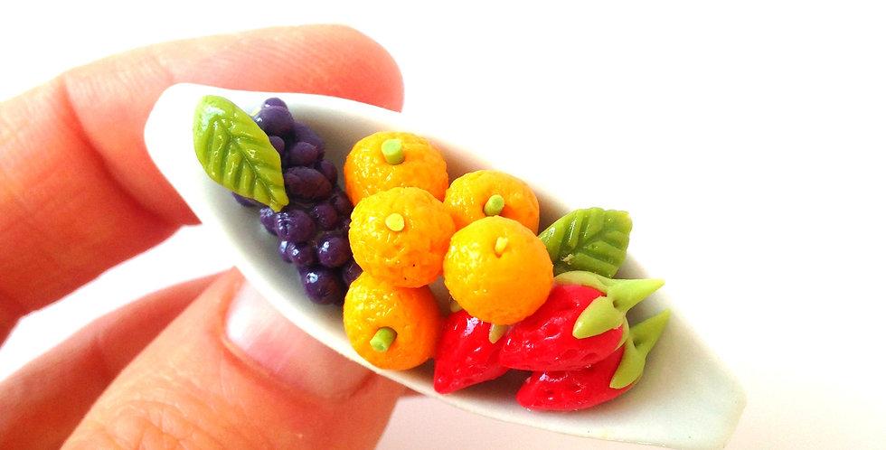 Broche LES P'TITS FRUITS, miniature dans pagode porcelaine